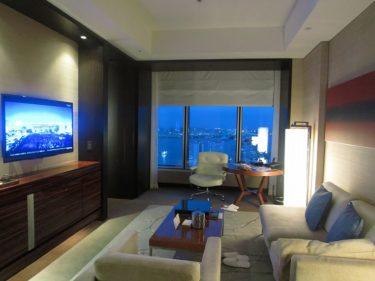 コンラッド東京 ツインスイートルーム宿泊記 その5 部屋からの夕景とターンダウン