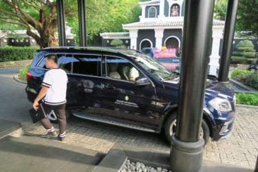 ホテルから送迎車でダナン空港へ