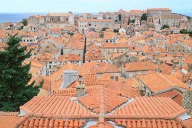 ドブロヴニク旧市街の城壁巡りを楽しむ