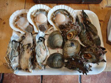 八戸 八食センターの七輪村で新鮮な魚介類を炭火焼に