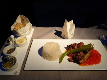 イスタンブールから成田へ ターキッシュエアラインズ ビジネスクラス機内食(アイスランド旅行2018 その57)
