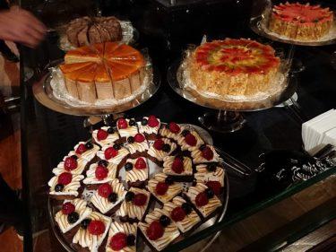 ラウンジイスタンブール DEMELのケーキビュッフェ(イスラエル・パレスチナ旅行2019 その8)