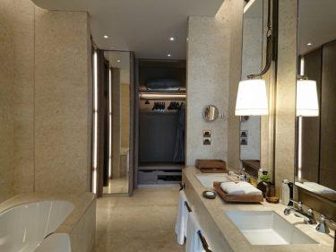 ウォルドーフアストリア バンコク キングデラックスパークビュールーム宿泊記その3 バスルーム(年末バンコク旅行2018 その8)
