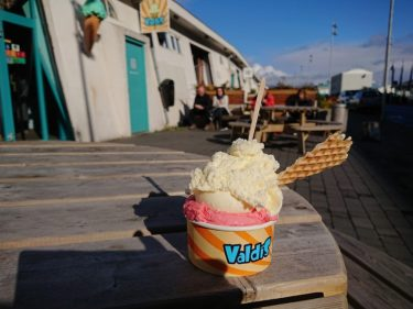 マリーナ地区の港の見えるレストラン「Kaffivagninn」とアイスランドの人気アイスショップ「バルディス」(アイスランド旅行2018 その48)