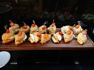 クラウンプラザ バルセロナ クラブラウンジのカクテルタイム(バルセロナ旅行2018 その17)