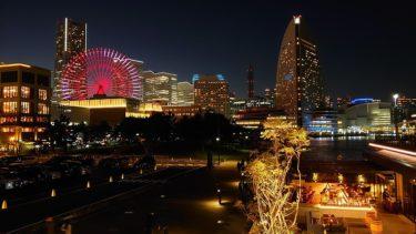 インターコンチネンタル横浜Pier8  ラウンジのカクテルタイムと横浜ハンマーヘッドの夜景