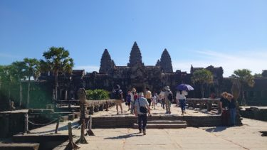 明けましておめでとうございます。カンボジアに滞在中です。