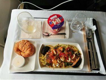 キャセイパシフィック航空ビジネスクラス 成田>香港 搭乗記と機内食(GW10連休サムイ旅行2019 その2)