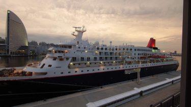 インターコンチネンタル横浜 Pier8 宿泊記4 ラウンジのカクテルタイムと部屋からの夕景